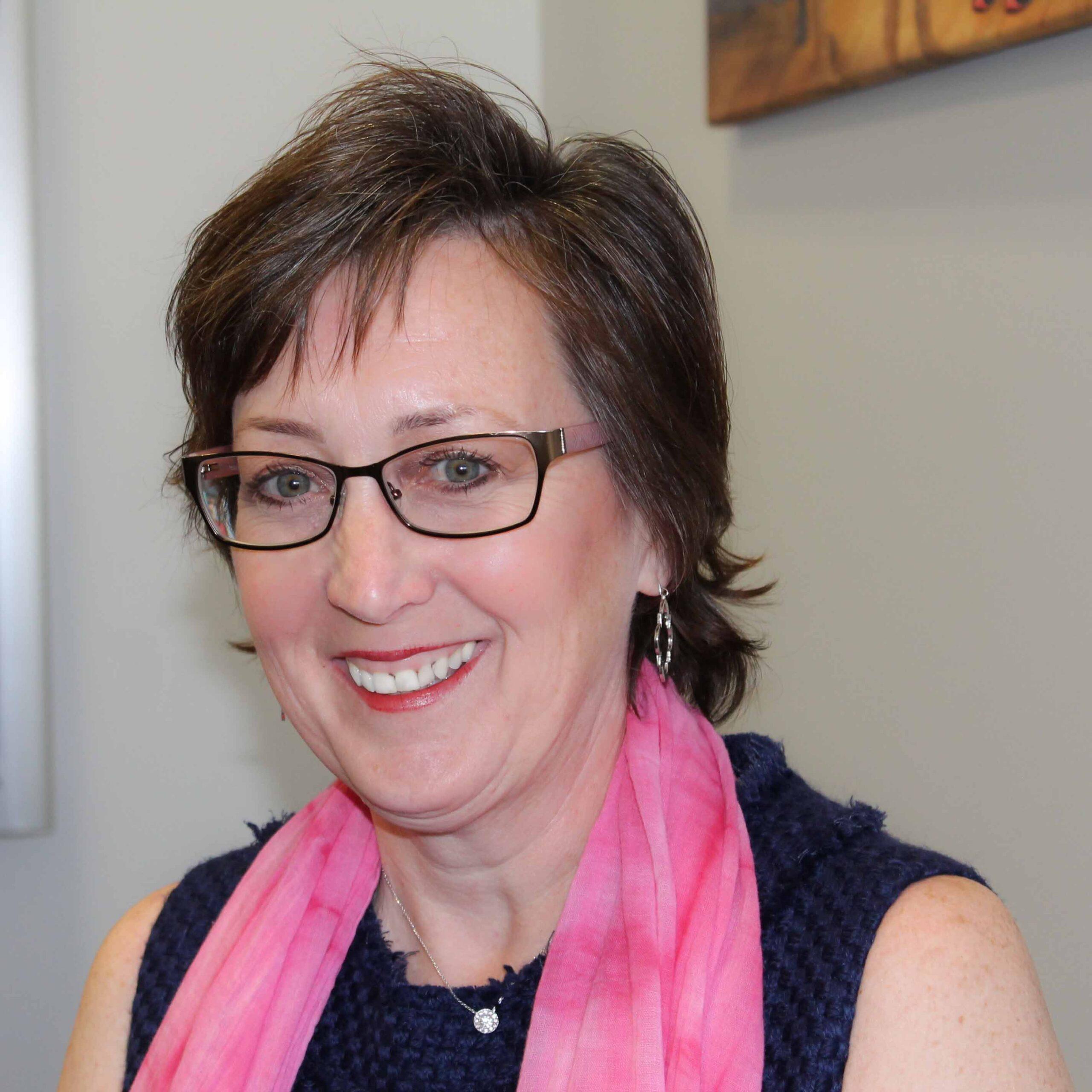 Lynne K headshot